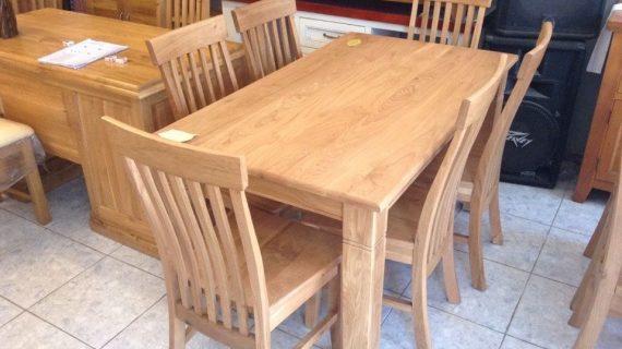 Giá bàn ăn gỗ sồi trung bình trên thị trường cho gia đình 4-6 người