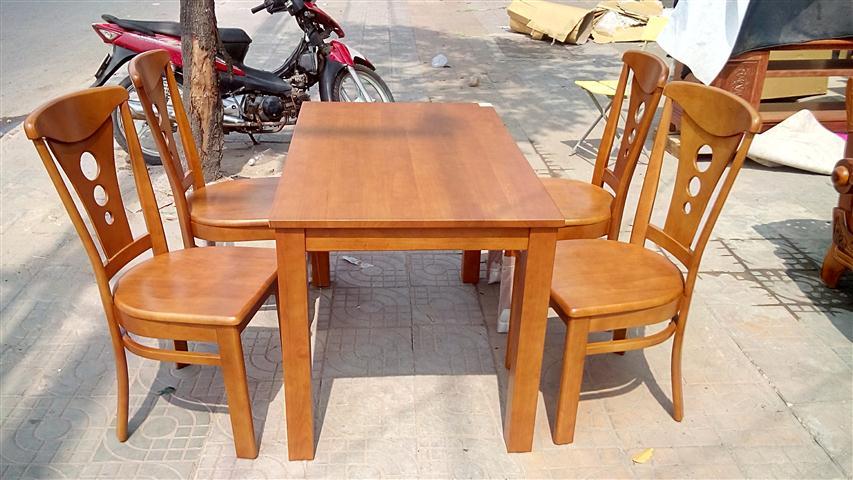bộ bàn ăn bằng gỗ với giá thành rẻ