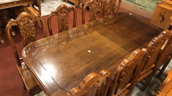 Giá bộ bàn ăn bằng gỗ hương bền đẹp trung bình thị trường TP HCM