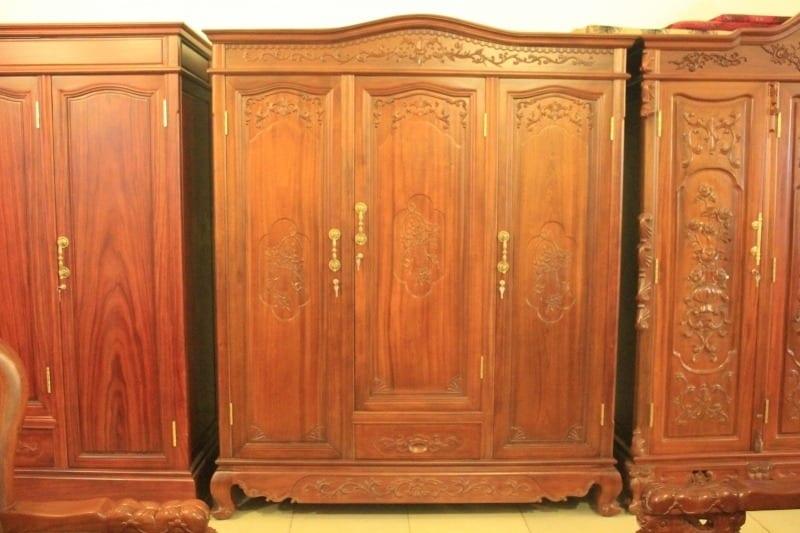 tủ quần áo gỗ gụ đang là sản phẩm được nhiều người sử dụng
